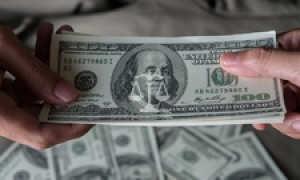 Если в расписке указаны две суммы, по какой взыскивается долг?